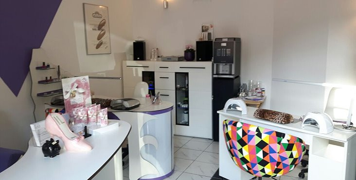 Nageldesign Karlsruhe  Nagelmodellage Naildesign und Kosmetik im Beauty Treff