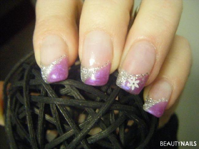 Nageldesign Lila Glitter  Lila mit Glitter und teilweise Sticker Nageldesign