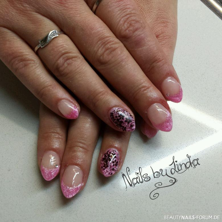 Nageldesign Mit Stempel  French pink mit Blumen Stempel Nageldesign