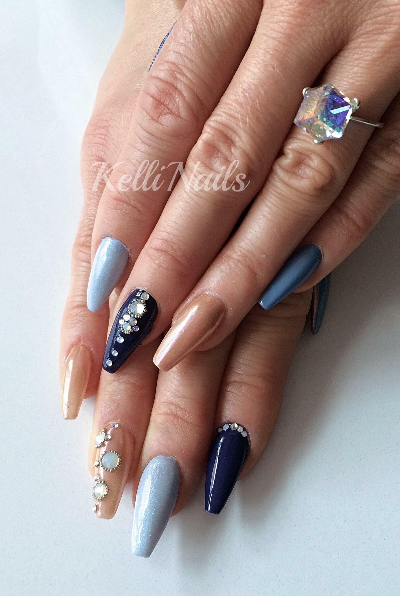 Nageldesign Modern  Coffin nails Ballerina Nägel in Dunkel und hell Blau