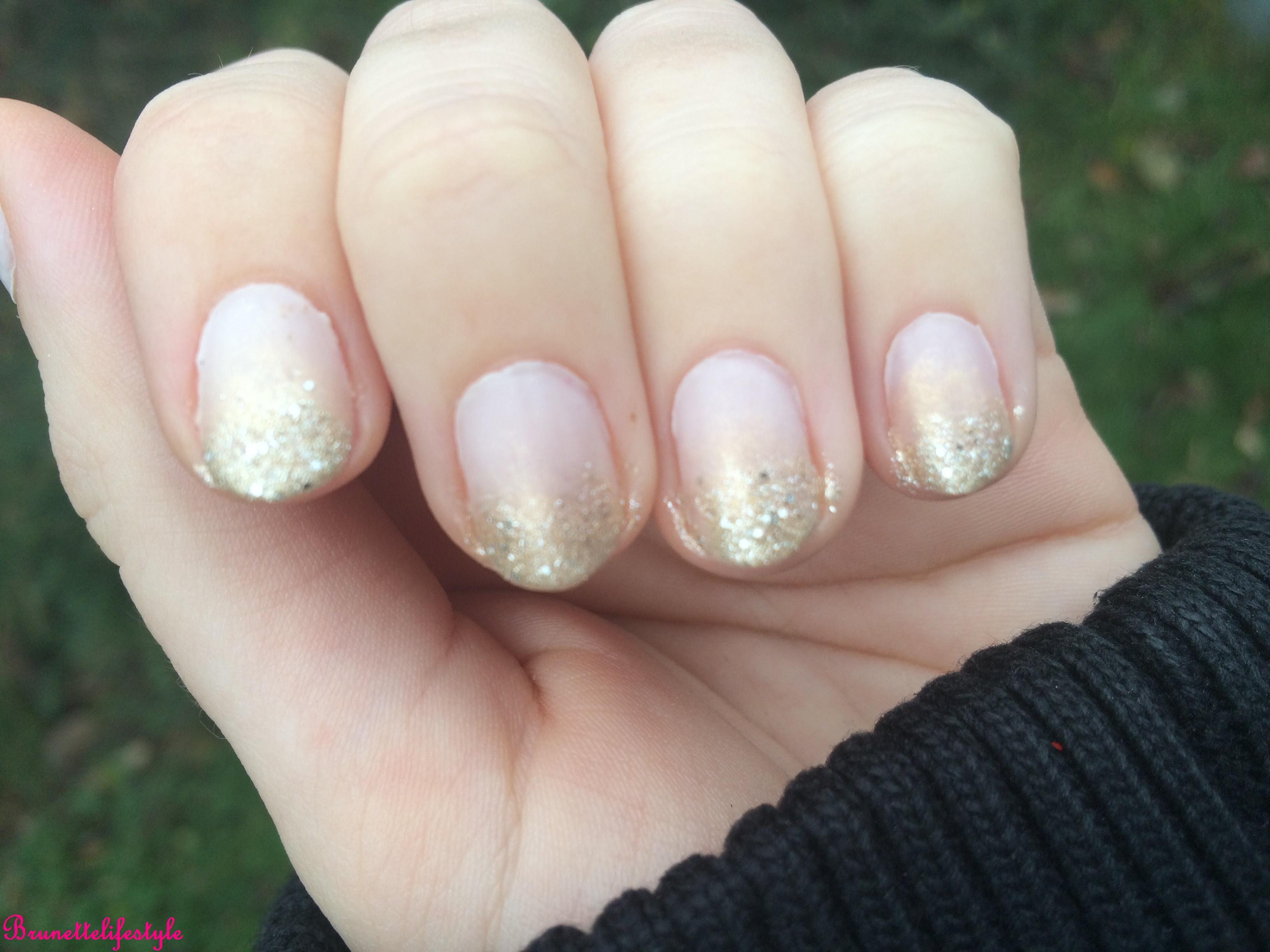 Nageldesign Natur Glitzer  brunettenails Festliche Nägel 1 – Brunettelifestyle