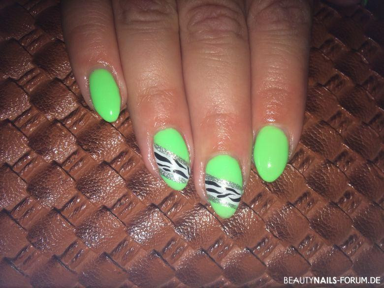 Nageldesign Neon Grün  Fullcover Nails knallig grün Nageldesign