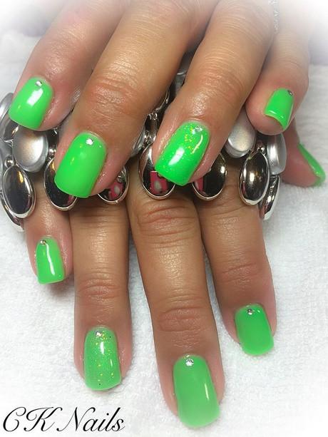 Nageldesign Neon Grün  Gelnägel grün glitzer