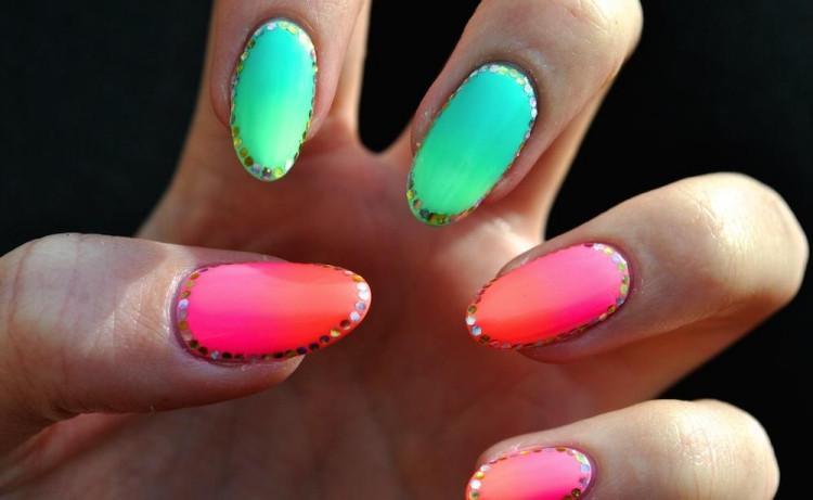 Nageldesign Neonfarben  Nageldesign Sommer Ideen für einfache Motive und Farben