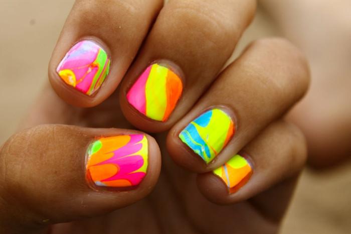 Nageldesign Neonfarben  Sommer Nageldesign 60 Ideen für einen sommerlichen Look