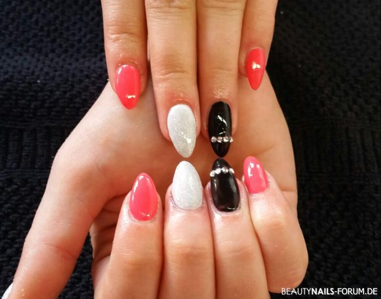Nageldesign Pink Weiß  Pink mit Weiss und Schwarz Nageldesign Nageldesign