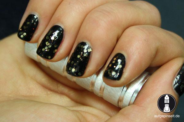 Nageldesign Schwarz Gold  Schwarz Gold Glitter aufgepinselt