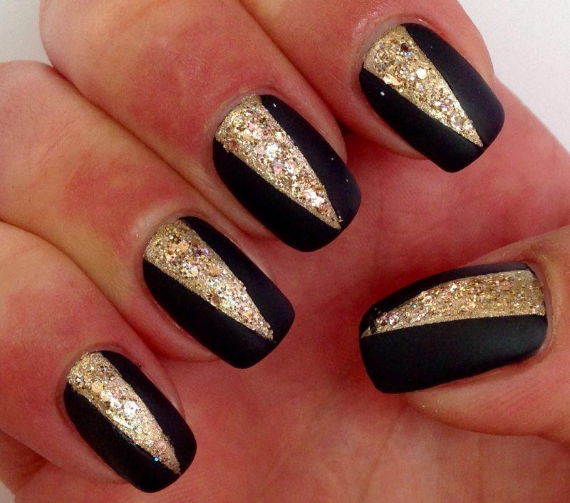 Nageldesign Schwarz Gold  Stil Eleganz und Provokation nur mit Nageldesign