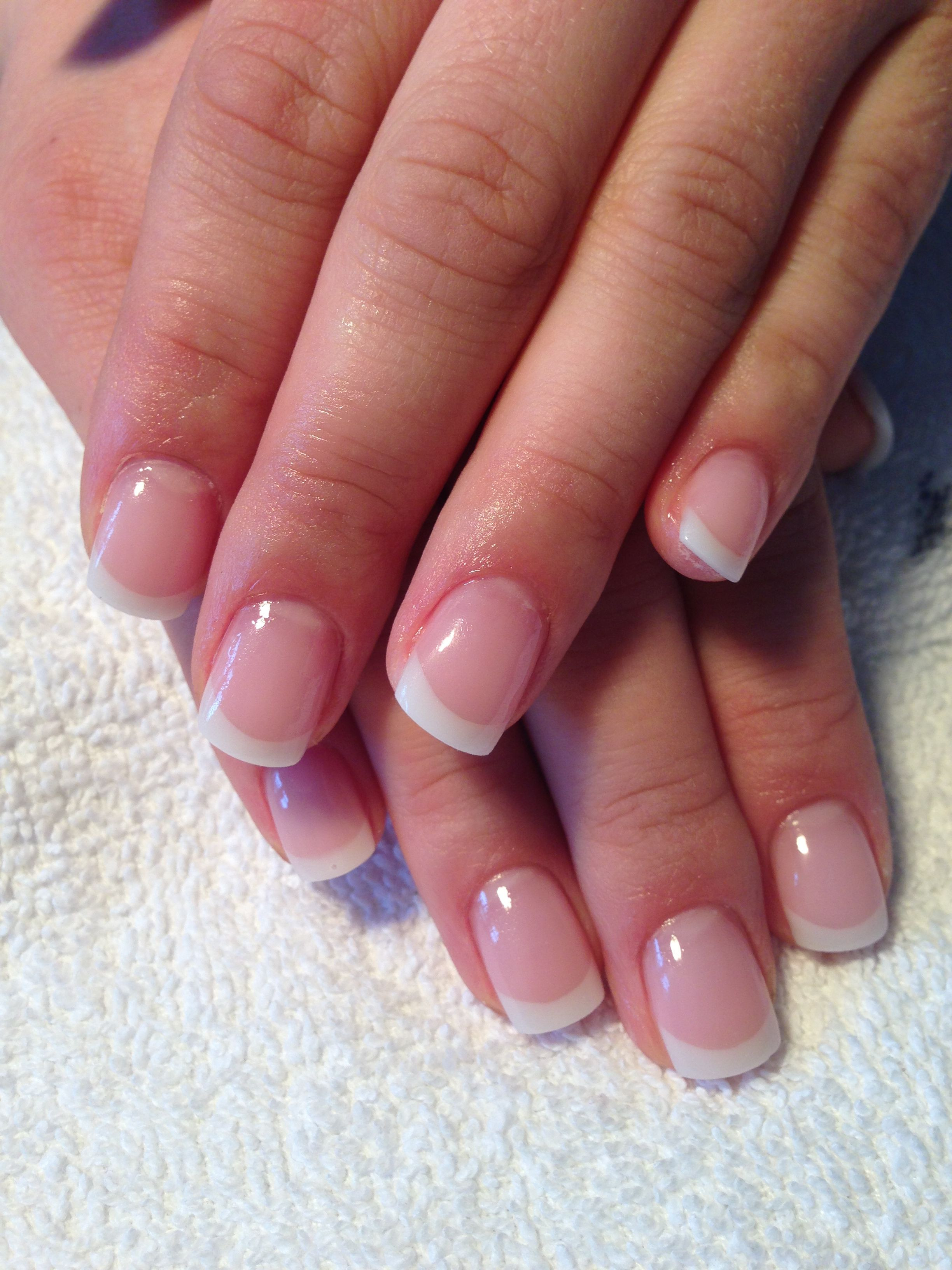 Natürliche Maniküre  Perfect French gel nails full sculpted Wedding Nails