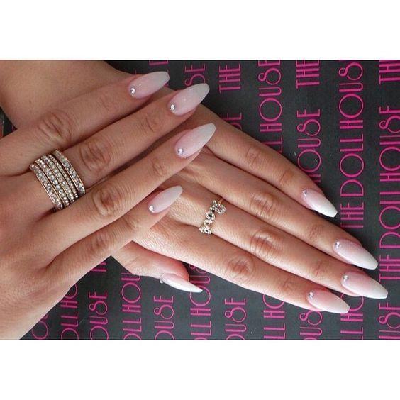 Natürliche Nageldesigns  natural looking gel nails with strass