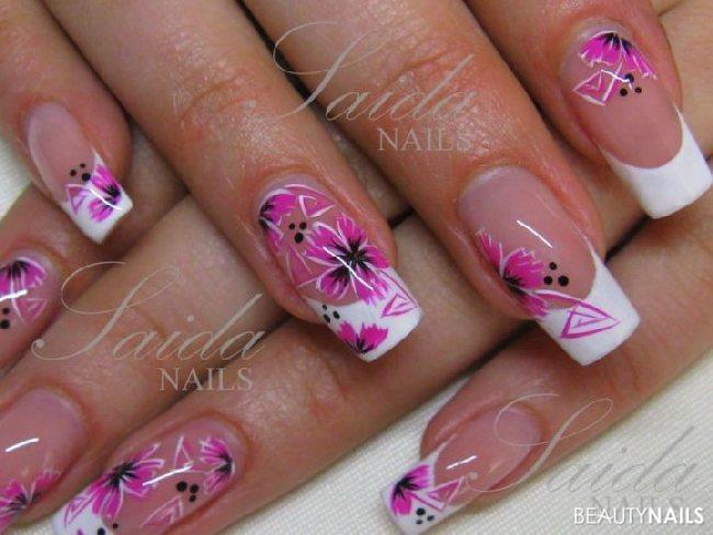 Neue Nageldesigns  weiß pink Blüten Nageldesign