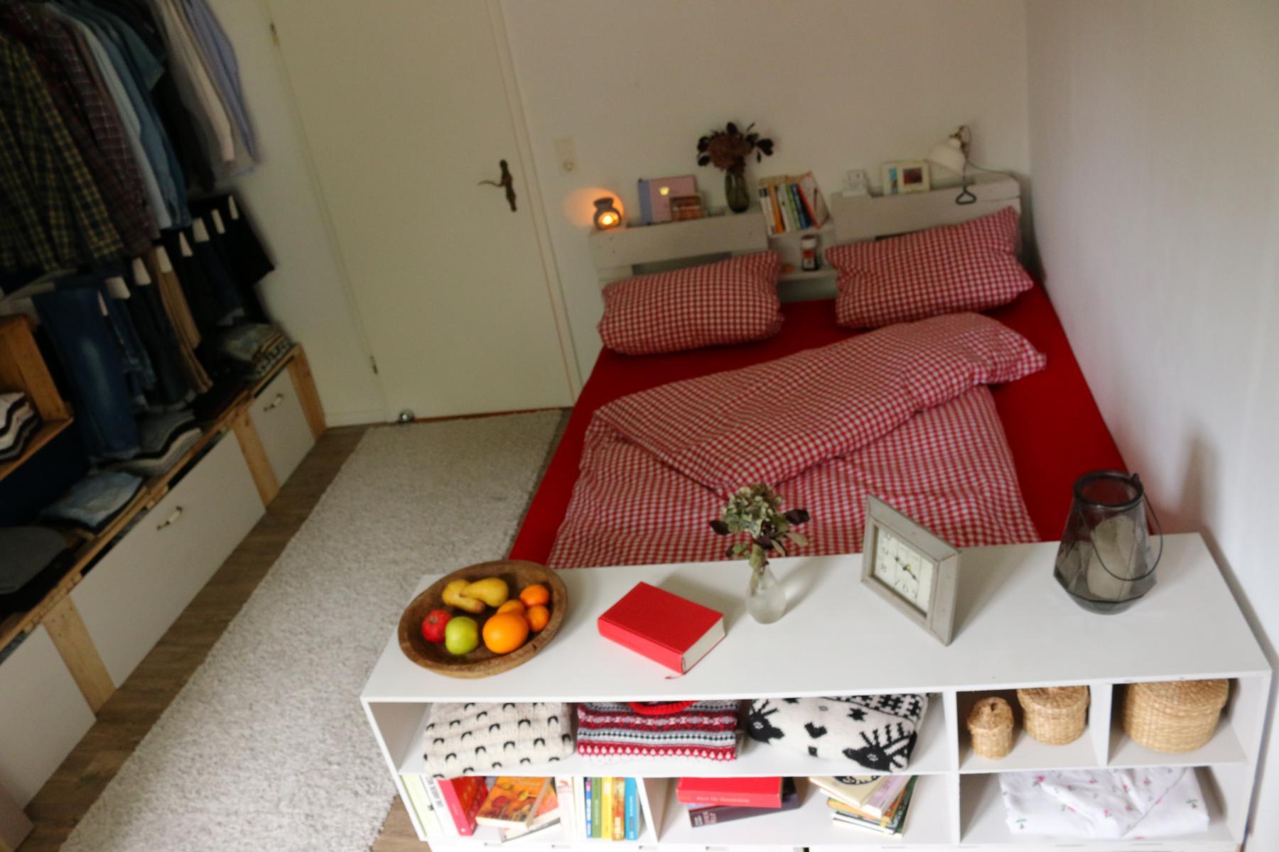 Palettenbett Diy  Palettenbett selber bauen Europaletten Bett DIY