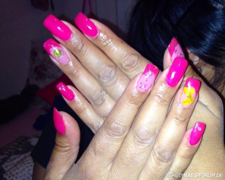 Pink Nageldesign  Pink fullcover & french mit rockneten Blumen Nageldesign