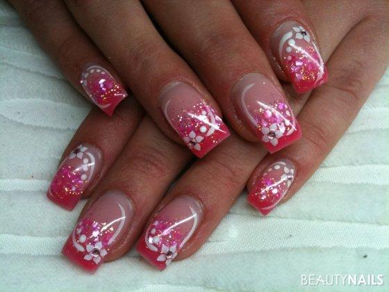 Pink Nageldesign  pink und glitzer Nageldesign