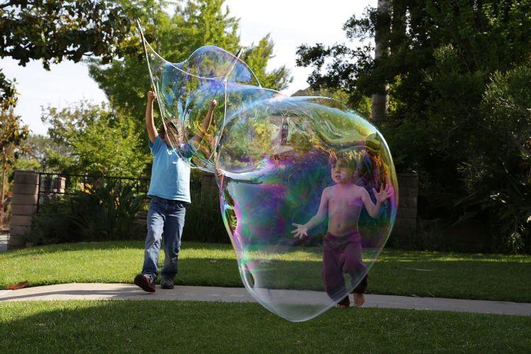 Riesenseifenblasen Diy  Wie können Sie mit Ihren Kindern Riesenseifenblasen selber