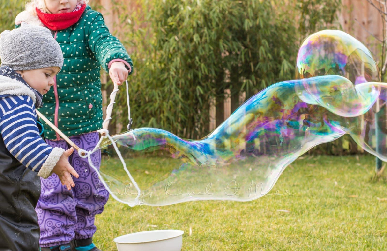 Riesenseifenblasen Diy  RIESEN SEIFENBLASEN SELBER MACHEN DIY Inspirationen