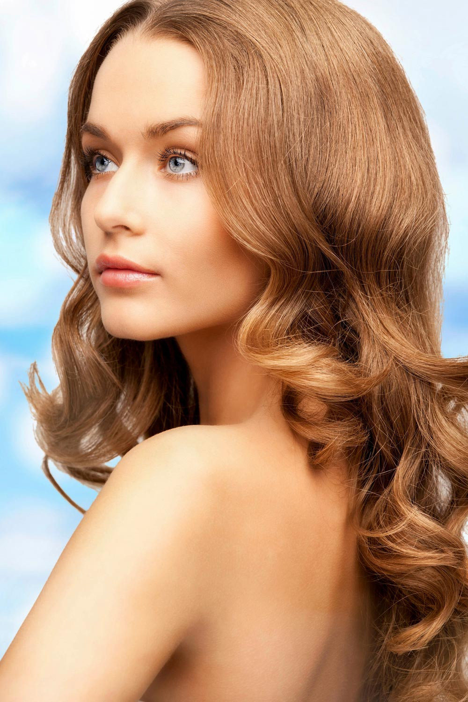 Romantische Frisuren  Romantische Frisur mit Naturlocken