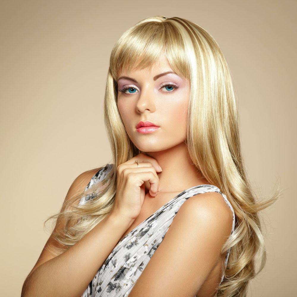 Schöne Frisuren Lange Haare  Blonde sehr lange Haare mit frechem Pony