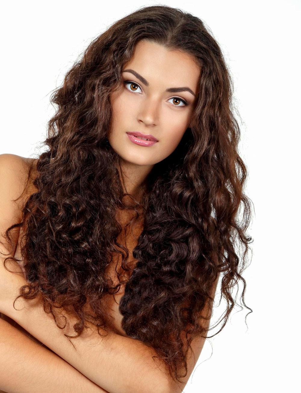 Schöne Frisuren Lange Haare  Einfache wilde Frisur mit Naturlocken