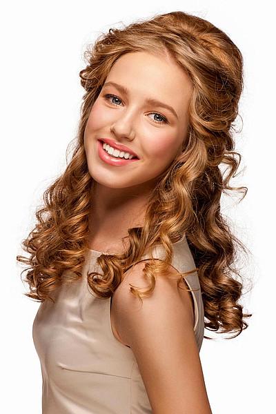 Schöne Frisuren Mit Locken  Romantische halbe Hochsteckfrisur mit Locken