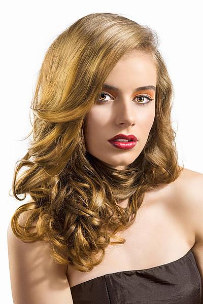 Schöne Frisuren Mit Locken  Schöne blonde Locken klassisch gewellt