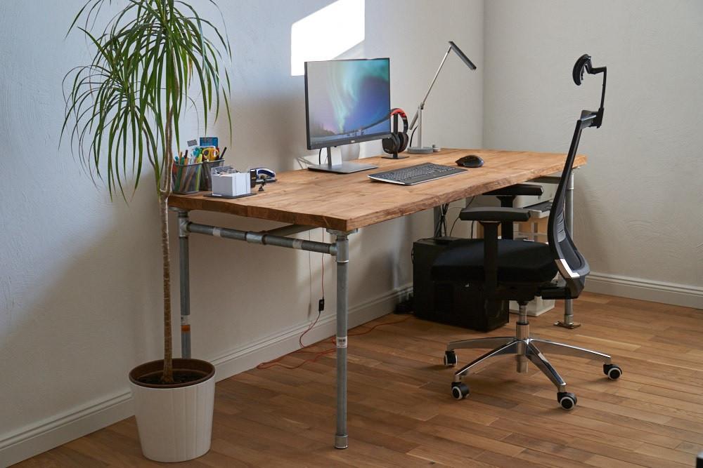 Schreibtisch Diy  DIY Industrie Schreibtisch – PIC Projekte
