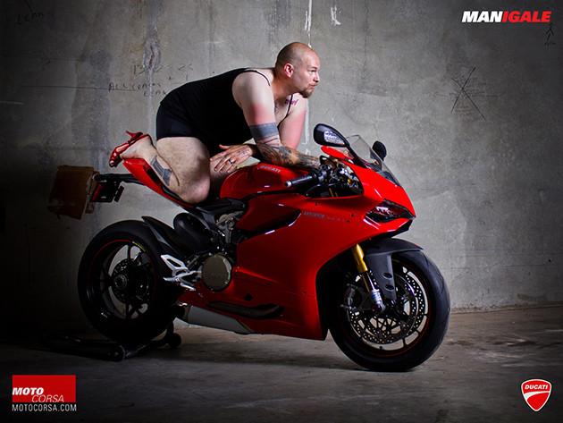 Sexy Geburtstagsbilder  FOTOGRAFIE Männer räkeln sich auf der Ducati KlonBlog