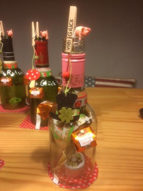 Silvester Geschenke  Low Bud Silvester Geschenk aus Weinflasche und der