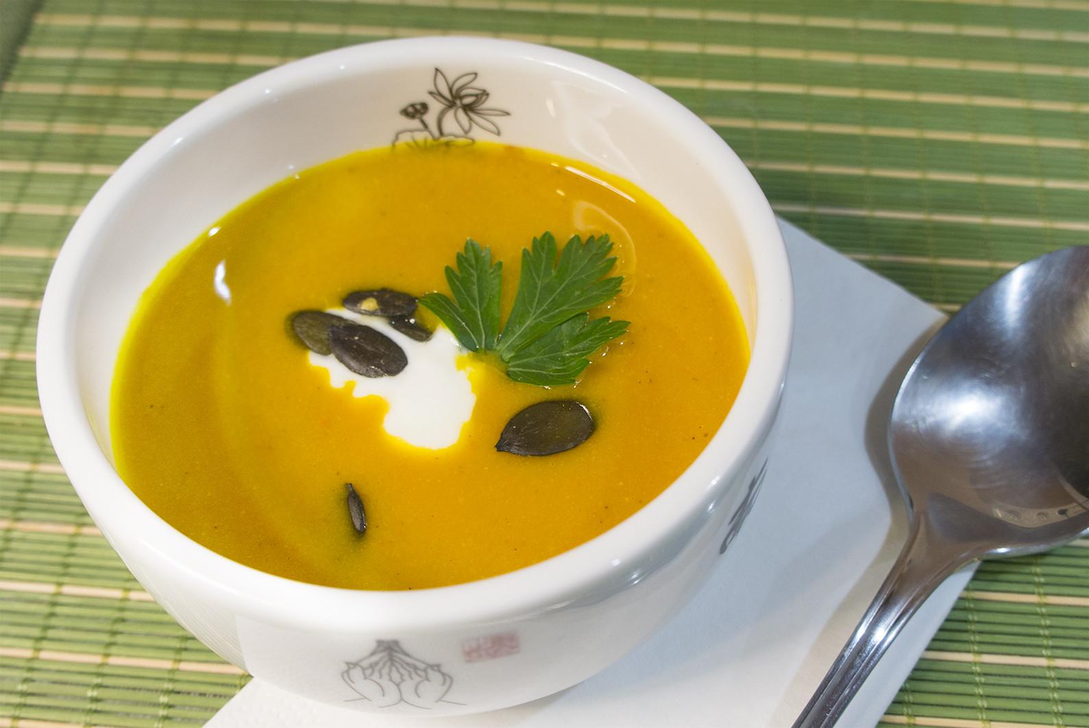 Suppe Für Geburtstagsparty  Kürbis Joghurt Suppe mit Nelken und Zimt Rezept für 4