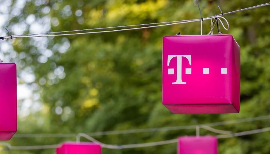 Telekom Powerbank Geburtstagsgeschenk 2017  Media Deutsche Telekom in talks over potential sale of