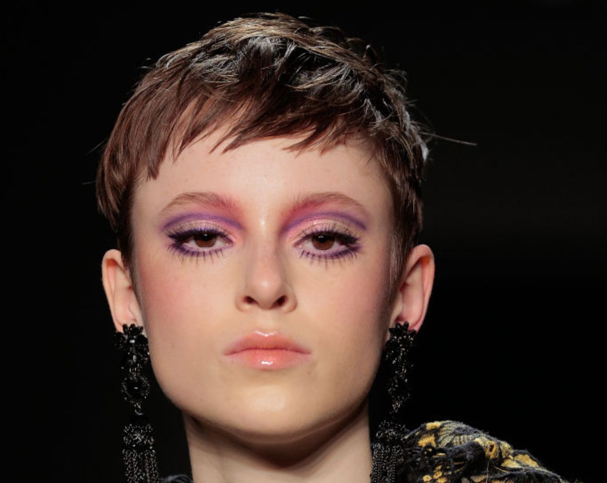 Trend Frisuren Männer 2019  Frisuren Trends 2019 Diese Haarfarben und Schnitte sind
