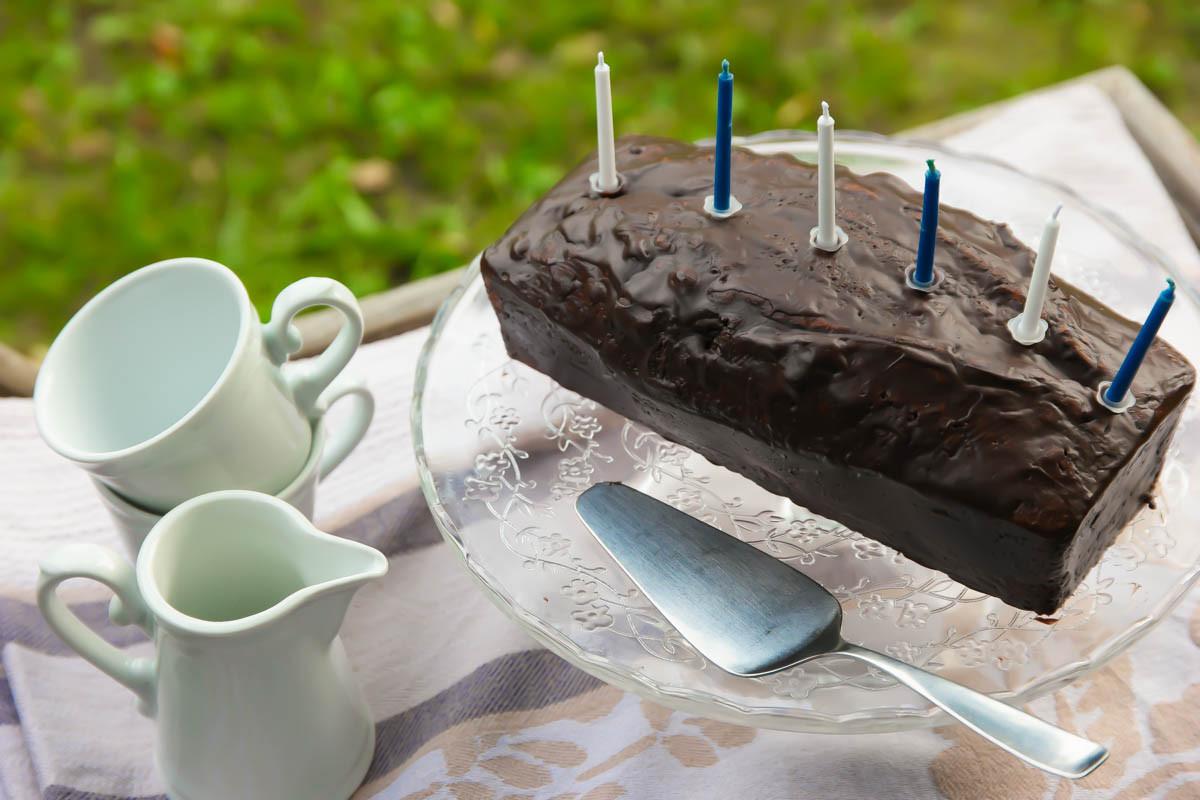 Veganer Geburtstagskuchen  Veganer Geburtstagskuchen – Nusskuchen mit Schoko Avocado