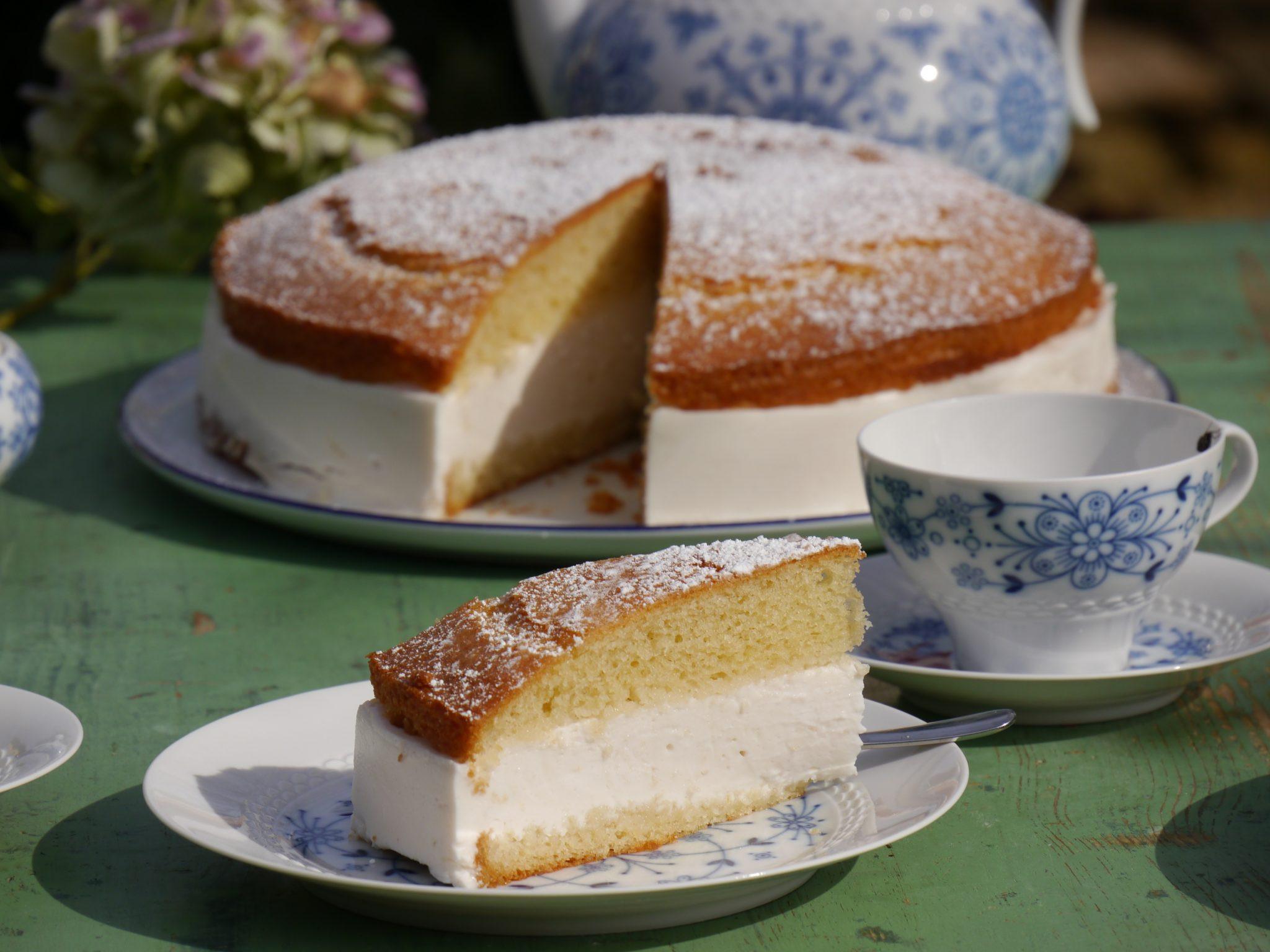 Veganer Geburtstagskuchen  Veganer Zitronenkuchen mit Vanille Creme