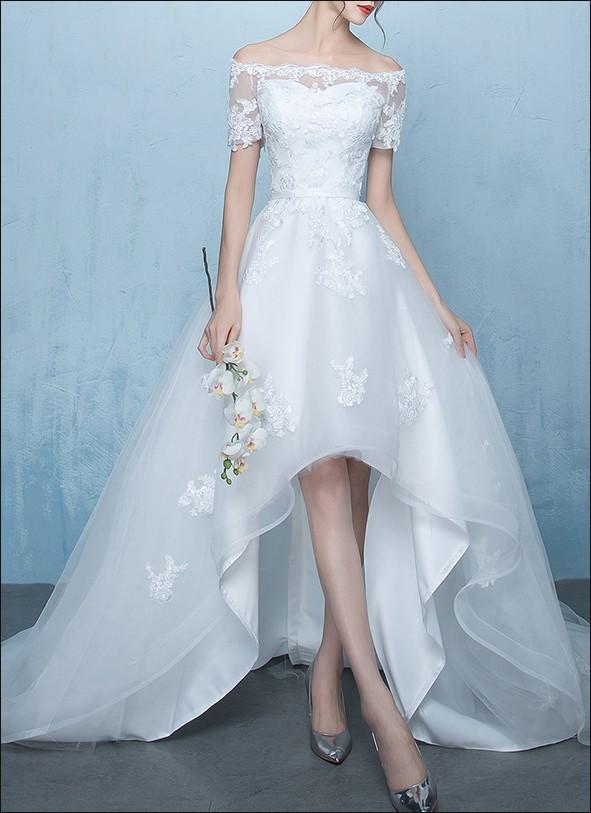 Vokuhila Hochzeitskleid  Vokuhila Brautkleid mit Carmen Ausschnitt und Spitze