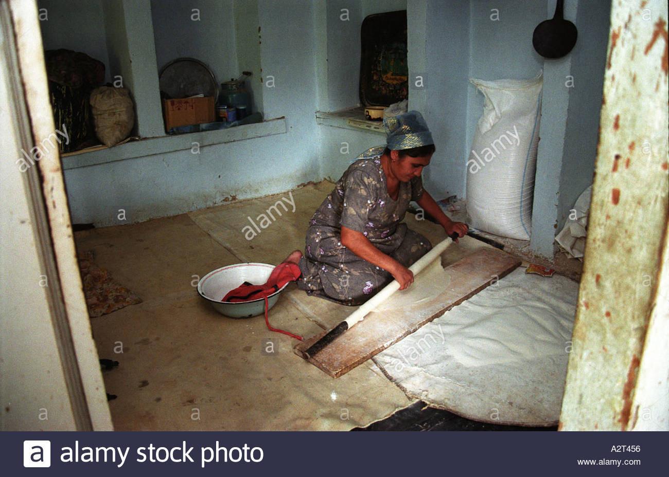 Was Wird Bei Einer Maniküre Gemacht  Am Tag vor der Beschneidung Frauen backen Brot während