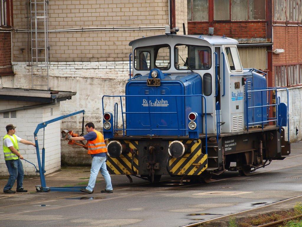 Was Wird Bei Einer Maniküre Gemacht  Hier wird bei V35 der Rurtalbahn einer MaK G 320 B Bj
