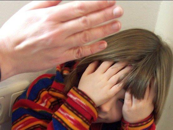 """Was Wird Bei Einer Maniküre Gemacht  Ohrfeige Klaps Dürfen Eltern ihre Kinder """"ein bisschen"""