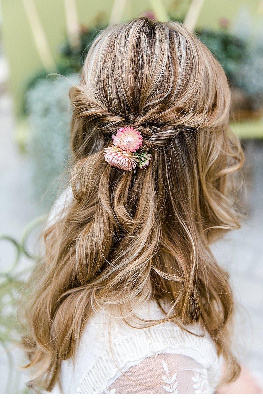 Wasen Frisuren  Die naturverbundene Braut mit niedlichen Vierbeinern von
