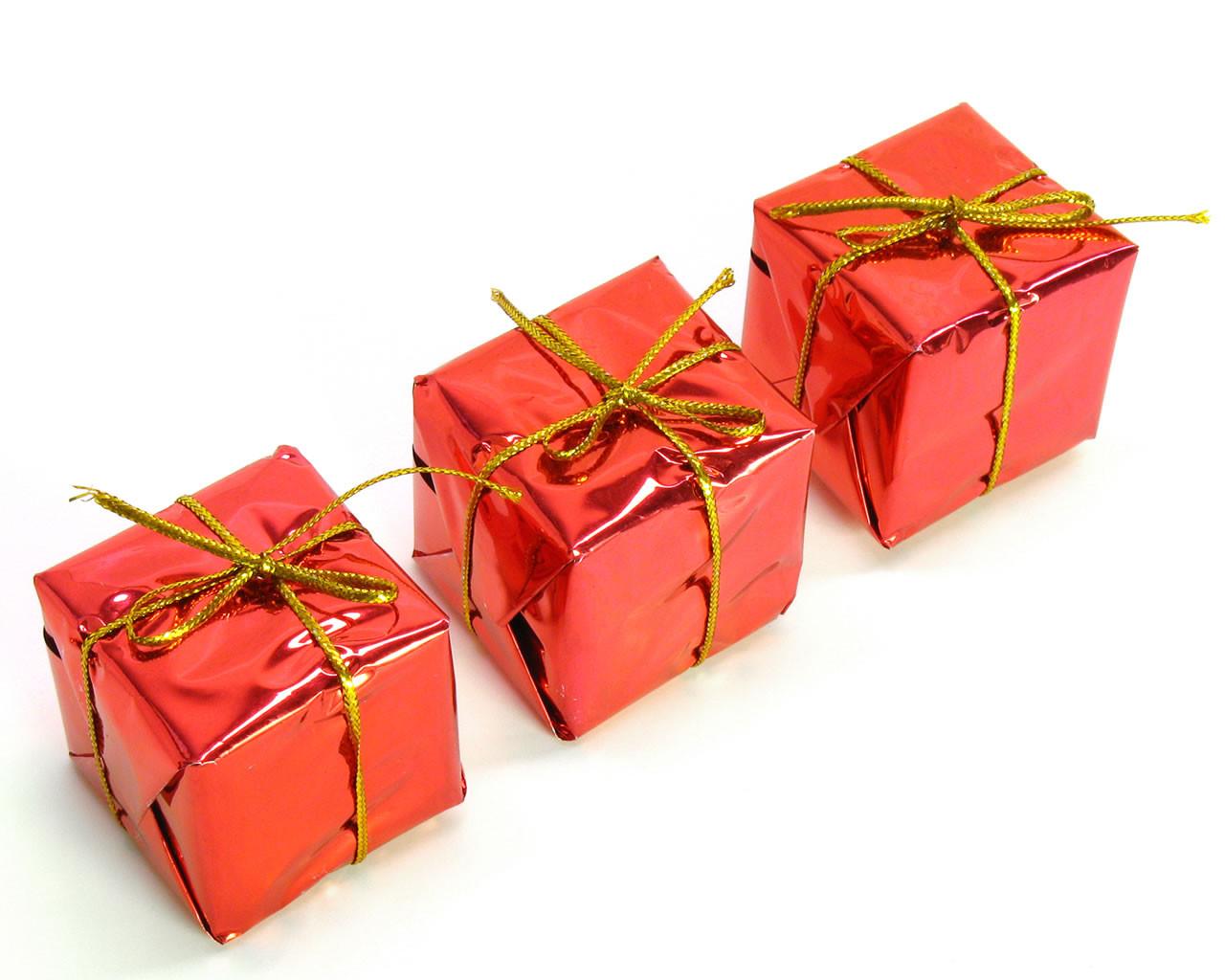 Weihnachts Geschenke  Falsche Weihnachtsgeschenke im Wert von einer Milliarde