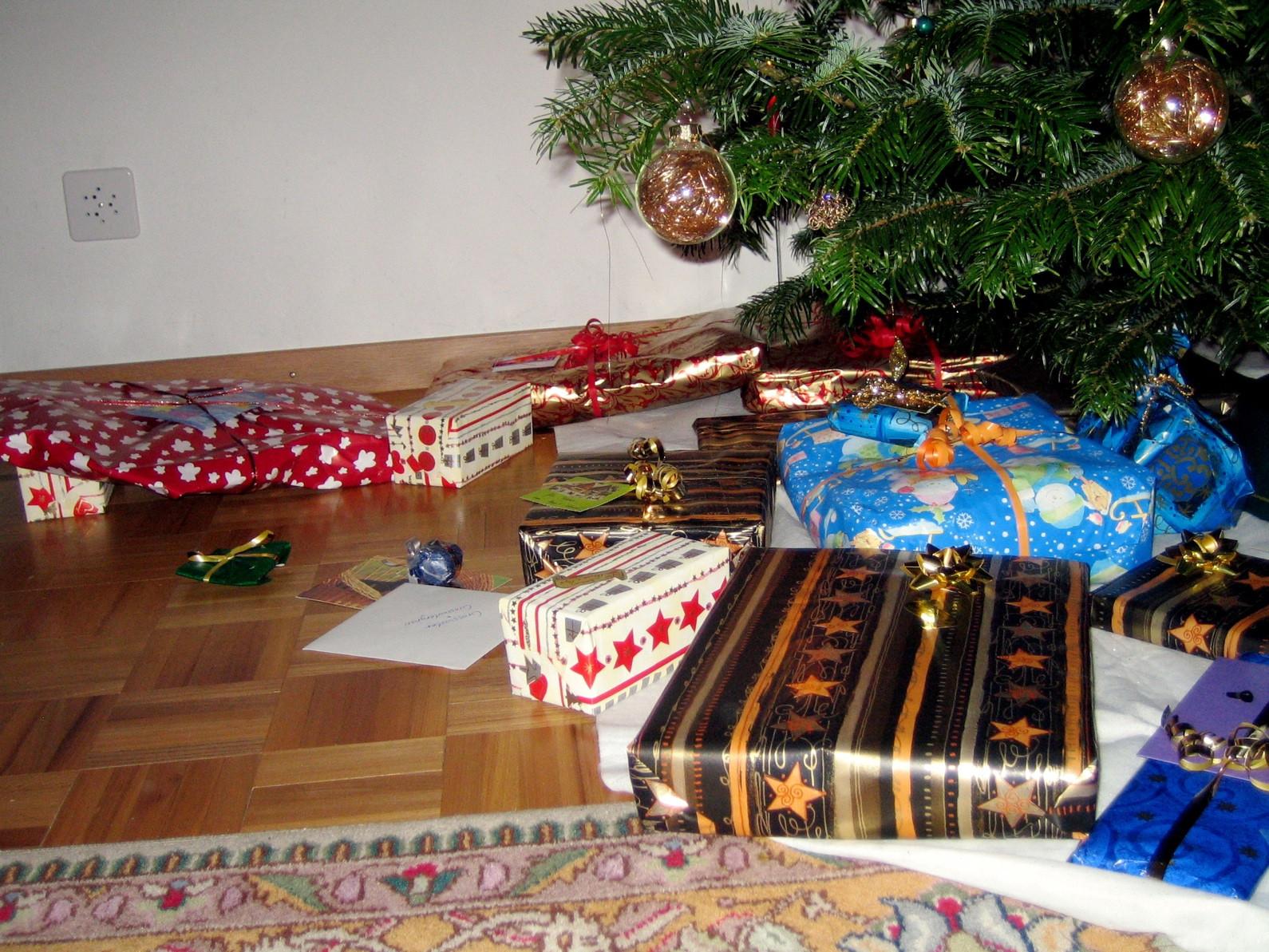 Weihnachts Geschenke  File Weihnachtsgeschenke Wikimedia mons