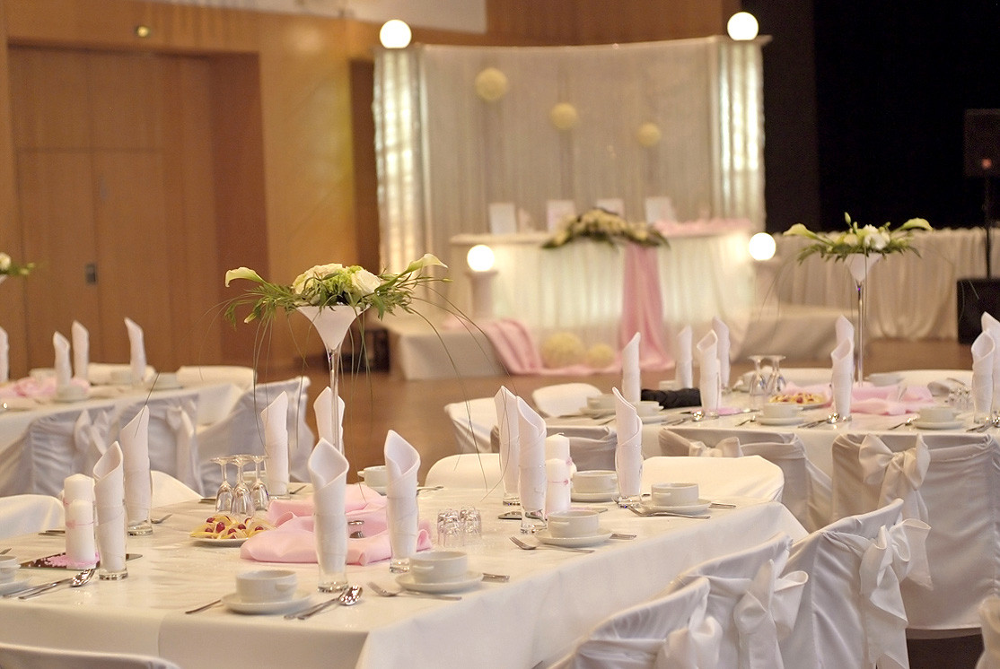Www Hochzeit De  Tischdekoration in Rosa Creme