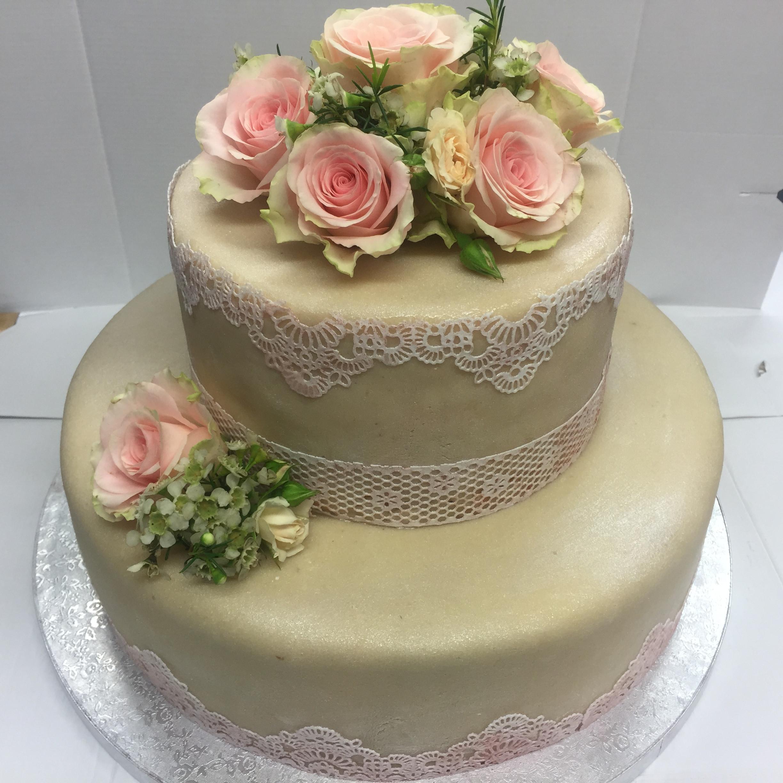 Zweistöckige Hochzeitstorte  Hochzeitstorte