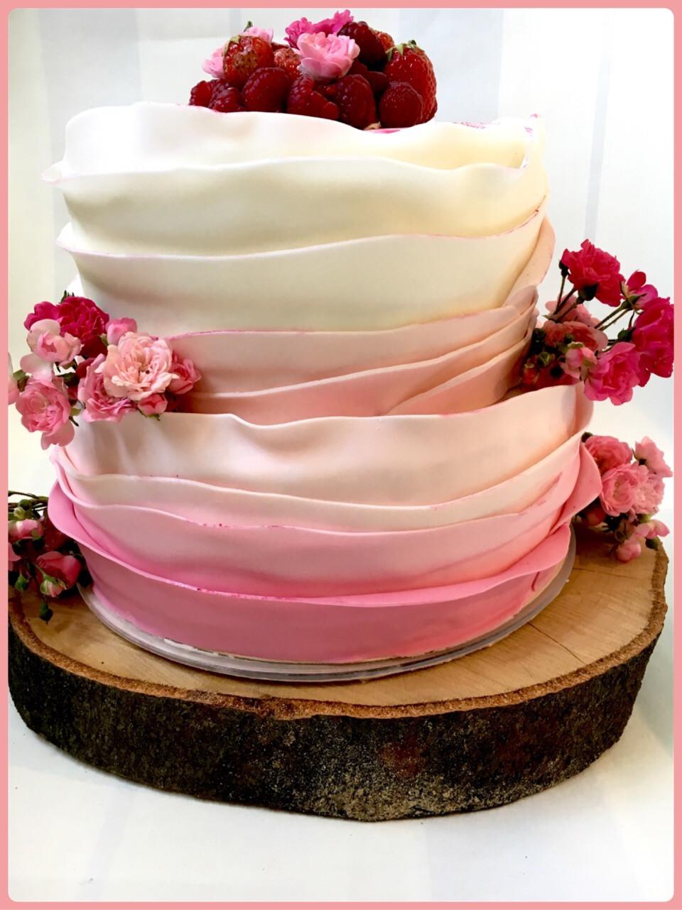 Zweistöckige Hochzeitstorte  Vintage Torte in rosa