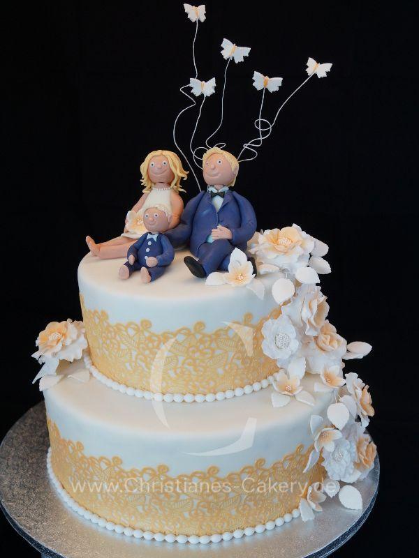 Zweistöckige Hochzeitstorte  Zweistöckige Hochzeitstorte mit Maracujacreme sowie