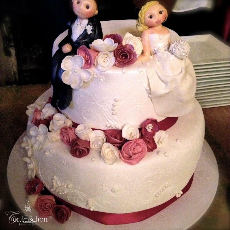 Zweistöckige Hochzeitstorte  Zweistöckige Hochzeitstorte