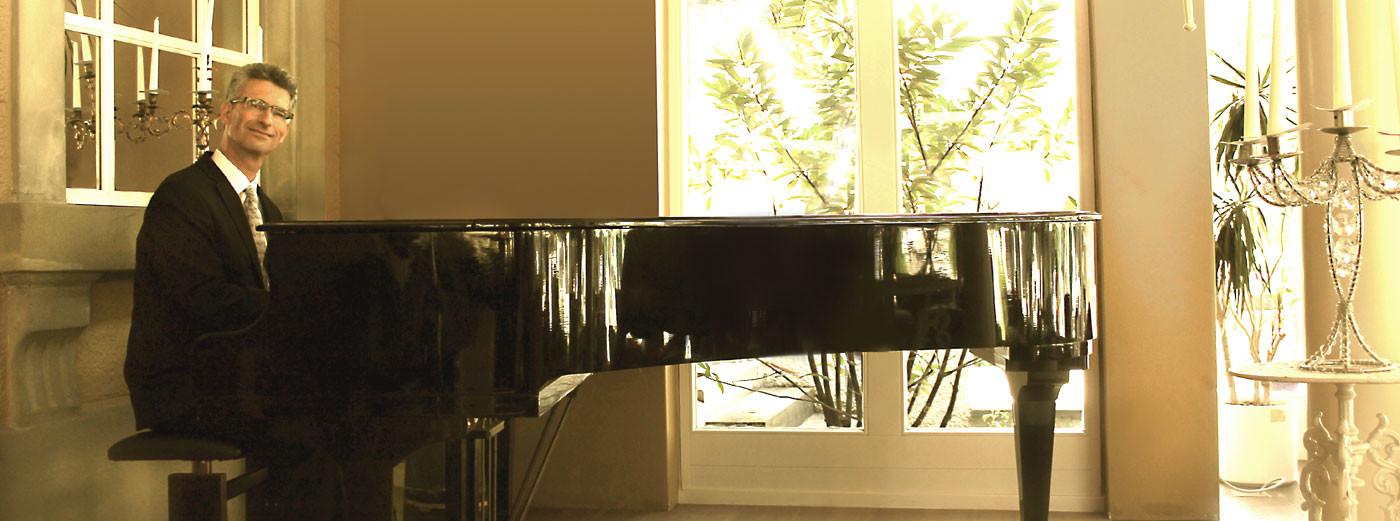 Alleinunterhalter Geburtstagsfeier  Pianist Alleinunterhalter für Geburtstage und Hochzeiten
