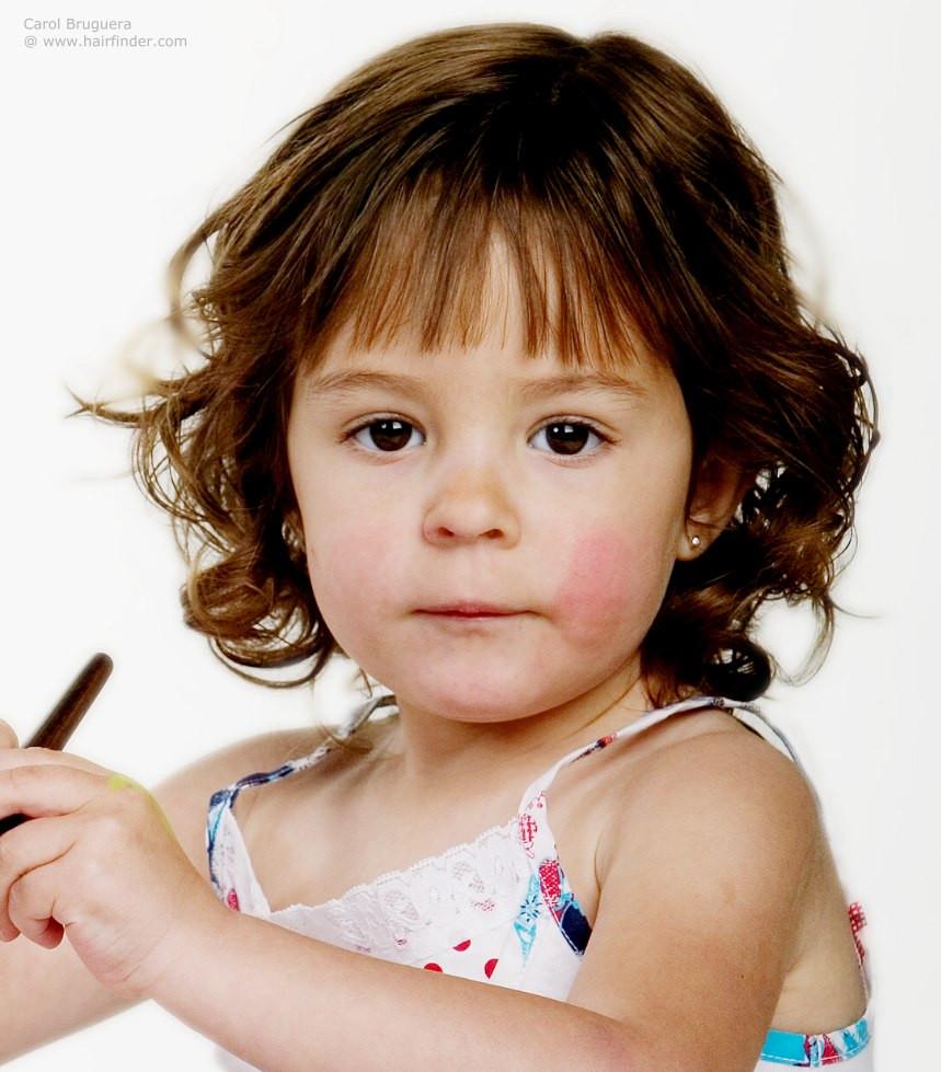 Baby Frisuren Mädchen  Nacken lange Frisur für kleine Mädchen