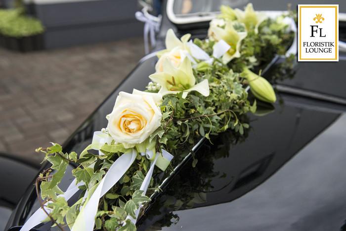 Blumenschmuck Hochzeit Auto  Auto Blumenschmuck für Ihre Hochzeit