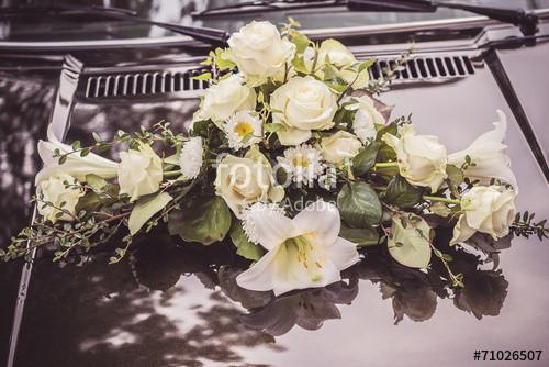 """Blumenschmuck Hochzeit Auto  """"Blumenschmuck Auto Hochzeit Gesteck"""" Stockfotos und"""