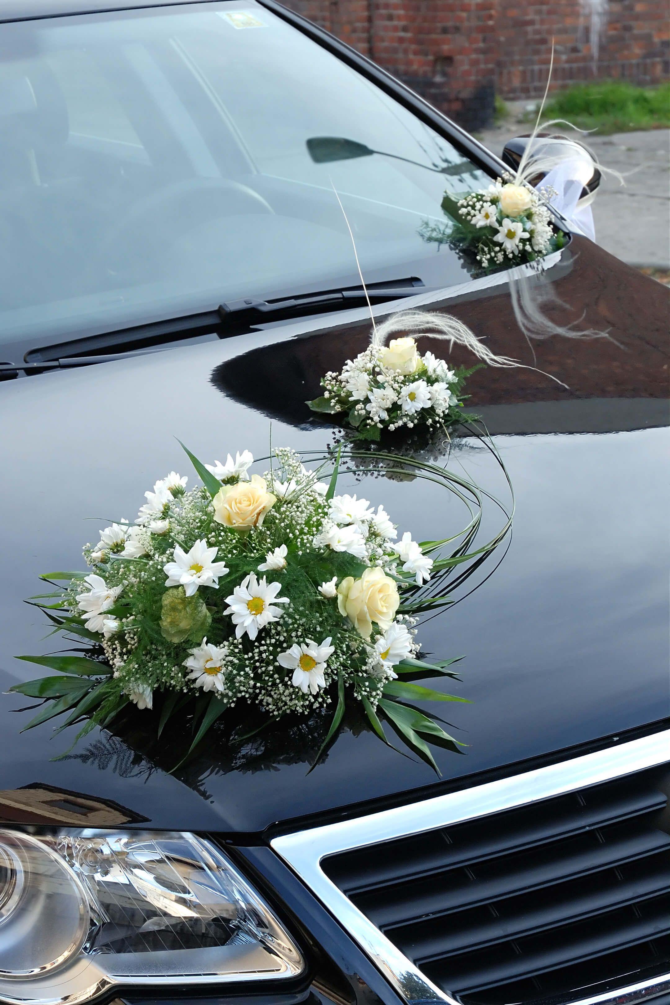 Blumenschmuck Hochzeit Auto  Hochzeitsauto mit Blumenschmuck